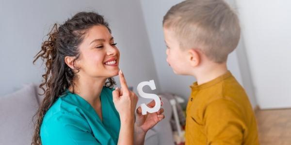 speech-therapist-woman-boy